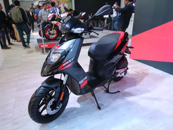 aprilia sr 150 showroom