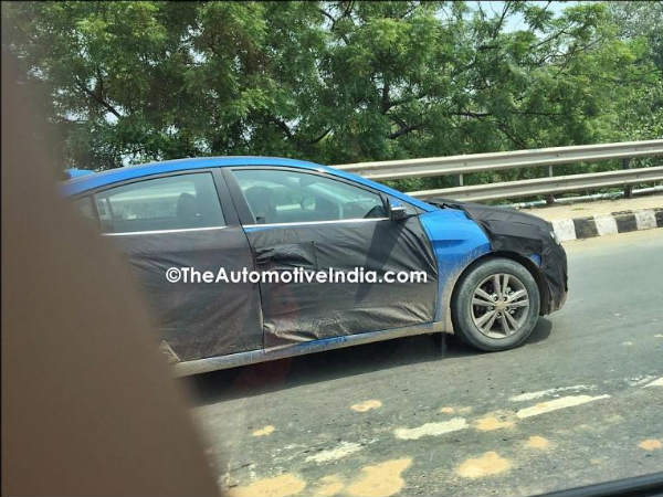 2016 hyundai elantra spotted testing in India
