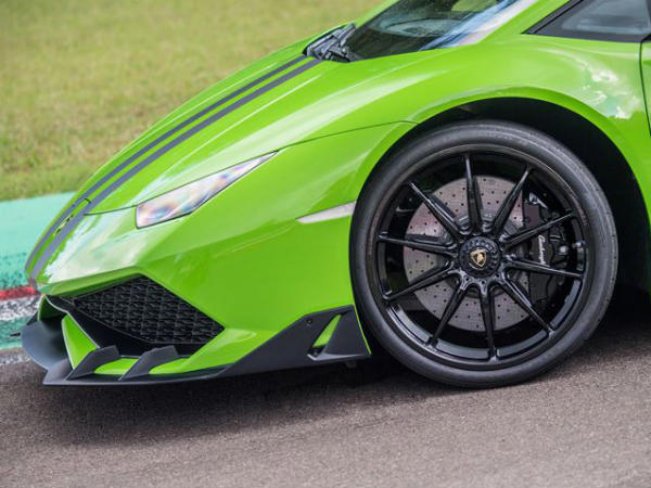 Lamborghini offers 3 new aftermarket kits for hurricane