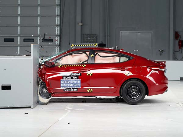 2017 Hyundai Elantra Earns Highest Safety Rating By IIHS