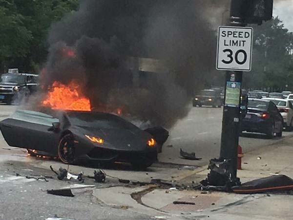 lamborghini huracan on fire