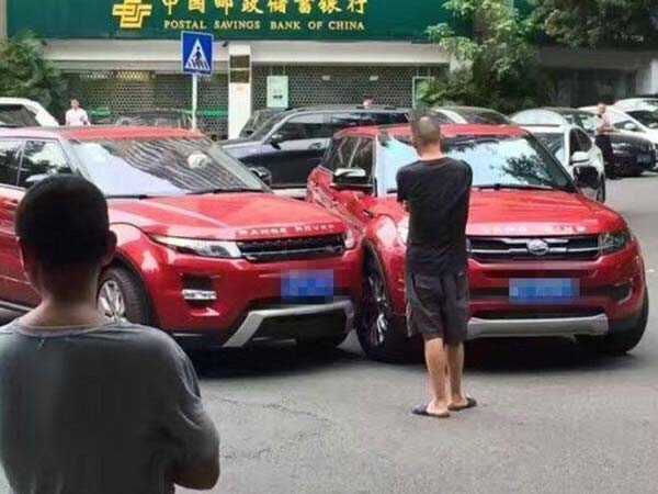 landwind crashes into range rover