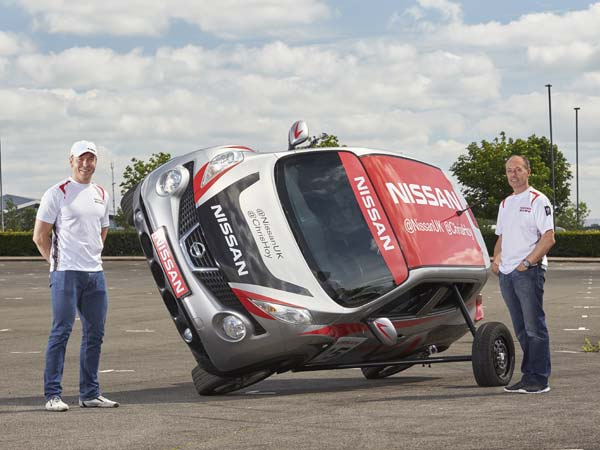 Nissan Juke Goes On Two Wheels: Driving Stunt By Sir Chris Hoy