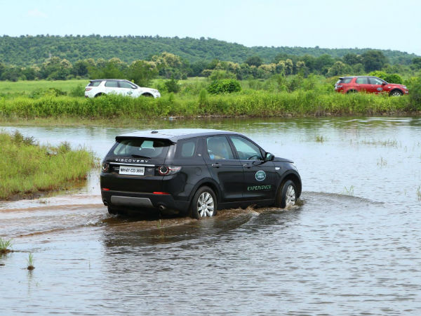 Land Rover To Provide Ahmedabad Customers With A Unique Experience