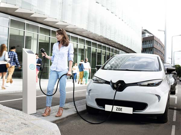Renault To Unveil All-New Electric Zoe Hatchback In Paris