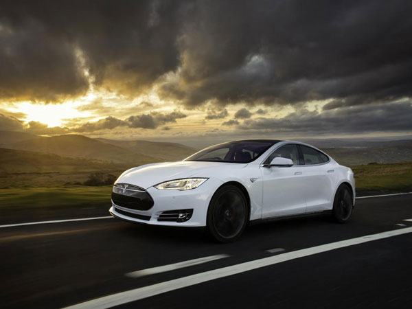 Tesla Fixes Software Bug On Model S — Thanks To Its Hackers!