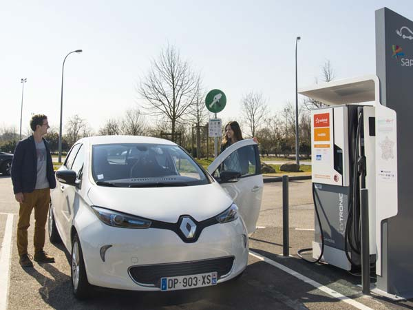 Interested In An Electric Car? Here Are 5 Advantages Over Petrol & Diesel Cars