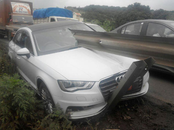 Audi A3 Crash On Mumbai Pune Is A Bit Hard To Take In Drivespark