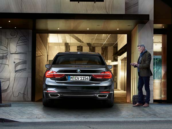 Remote Control Parking System In The BMW 7 Series Wins Award