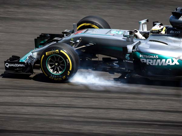 Hamilton Feels 'Helpless' Against Time To Defend F1 Title