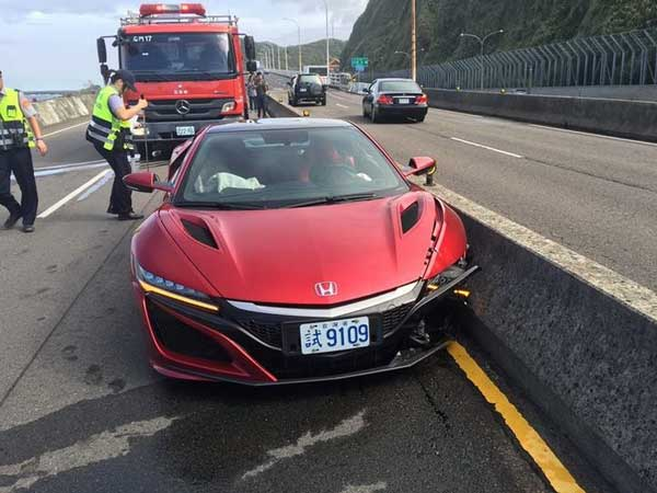 The Very First Honda/ Acura NSX Sports Car Crash Recorded