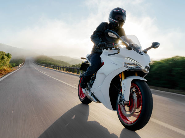 2016 Intermot Motorcycle Show: Ducati 939 SuperSport & SuperSport S Unveiled