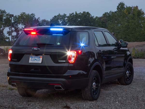 Ford Police Interceptor Runs With No Roof Lights — Spoiler!
