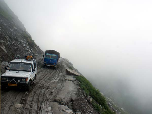 Rohtang Witnesses Its First Trial Of Electric Buses