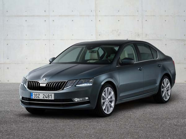 Skoda Octavia Facelift Revealed — New Top Form