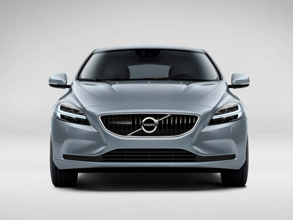 updated volvo v40 and v40 cross country to launch in india drivespark news. Black Bedroom Furniture Sets. Home Design Ideas