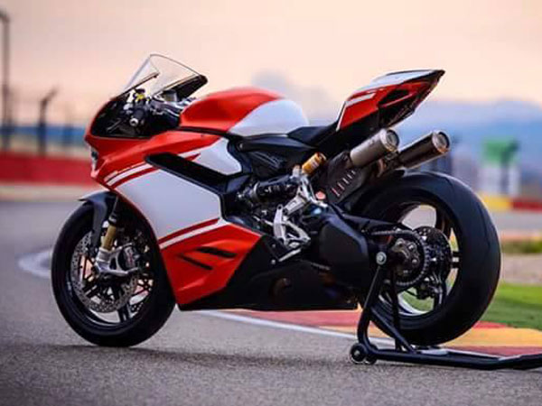 Ducati Unveils Its All-New 1299 Superleggera Prior To Official Debut