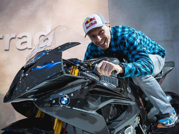 2016 EICMA Motorcycle Show: BMW Surprises Everyone With HP4 Race