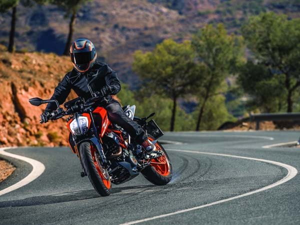 2016 EICMA Motorcycle Show: 2017 KTM Duke 390 Unveiled