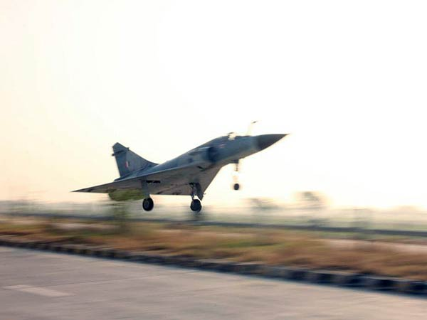 Indian Air Force To Land 8 Fighter Jets On The Agra-Lucknow Expressway