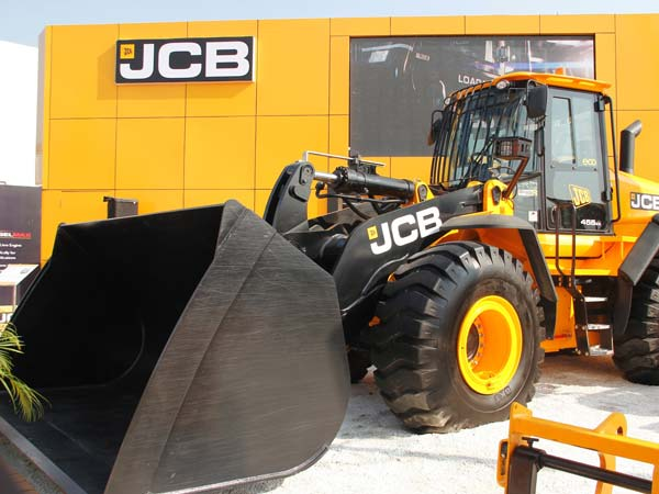 "JCB India Showcased Its ""Made in India"" Machines At IMME 2016"