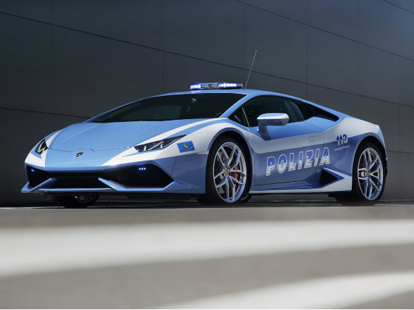 Lamborghini Huracan Is The Follow Me Vehicle For Airplanes At Bologna Airport
