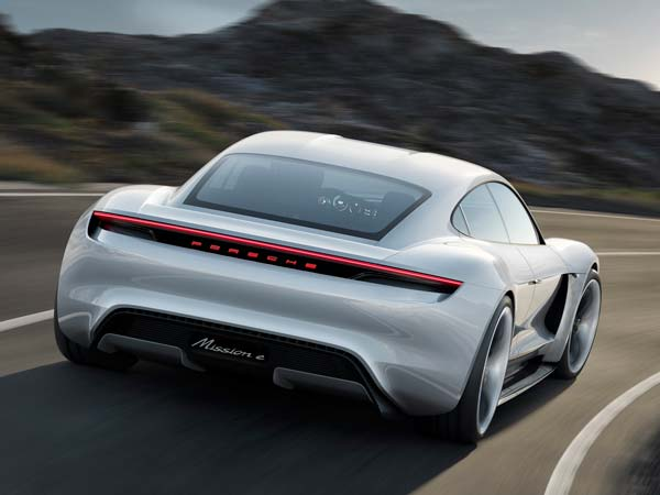 Porsche Not Considering Autonomous Sports Cars; Could Use Self Driving Tech As Driving Aids
