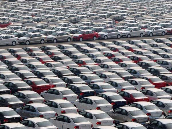 Demonetisation Effect: Indian Auto Industry Cuts Production