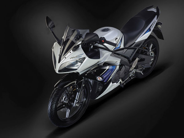 Yamaha YZF-R15 With Auto Headlamp On Launched In India — Quietly