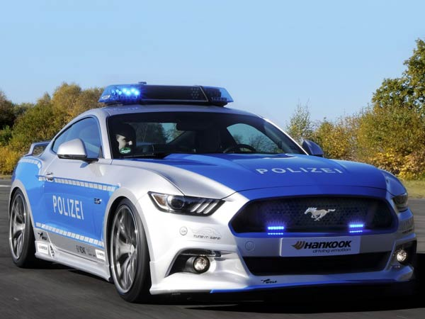 ford mustang gt reporting for police duty in germany. Black Bedroom Furniture Sets. Home Design Ideas
