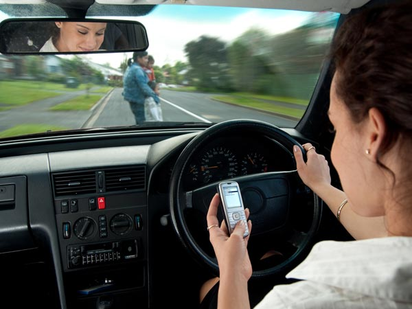 California Bans Use Of Cellphone While Driving; To Be Effective From January 2017