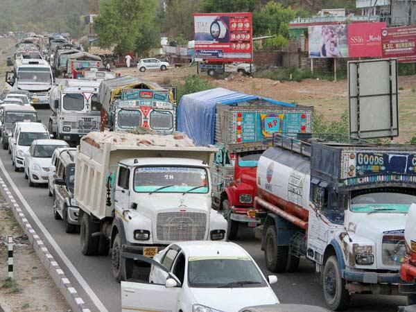 744c4876605f45 Mumbai Bans Heavy Vehicles During Rush Hours In City - DriveSpark News