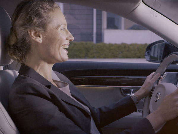 Volvo Becomes The First Manufacturer To Integrate Skype In Cars