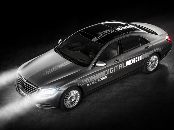Mercedes-Benz Unveils Digital Light Technology