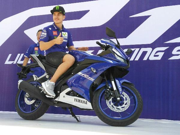 2017 Yamaha R15 V3.0 Unveiled By Rossi And Vinales; To Be Launched In India Soon