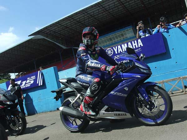 Yamaha R15 V3 0 Looks Stunning In The Movistar Yamaha MotoGP Livery