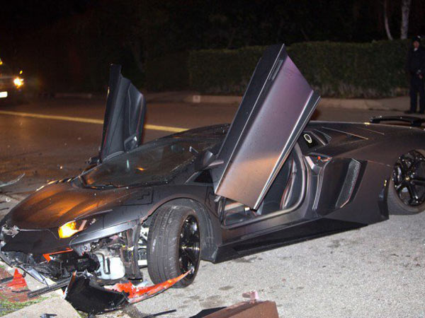 Beverly Hills: Chris Brown's Aventador Crashed And Abandoned