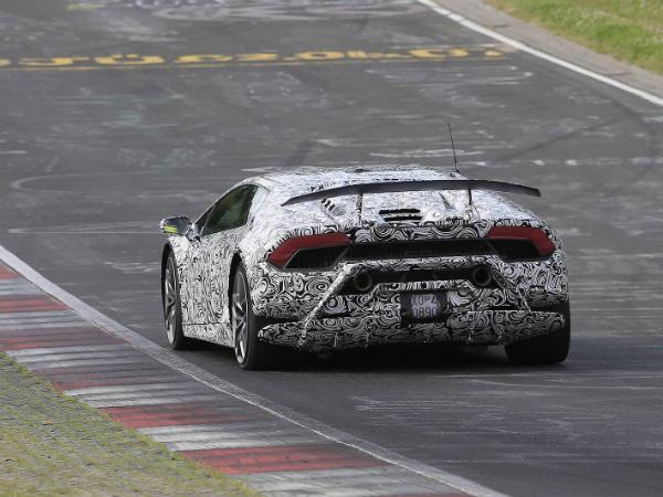 Lamborghini Huracan Performante Smashes Nurburgring Lap