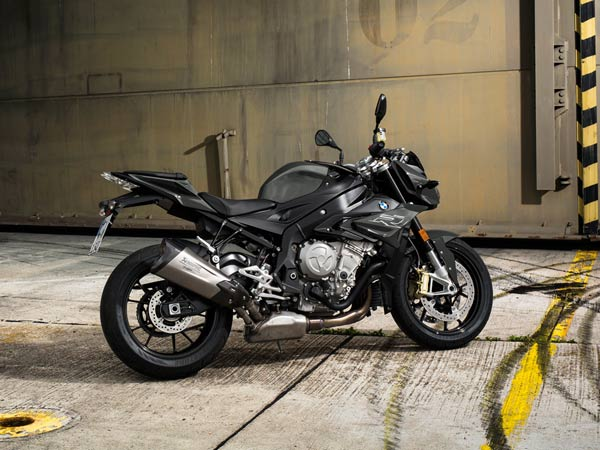 2017 bmw s1000r launched by bmw motorrad drivespark news. Black Bedroom Furniture Sets. Home Design Ideas