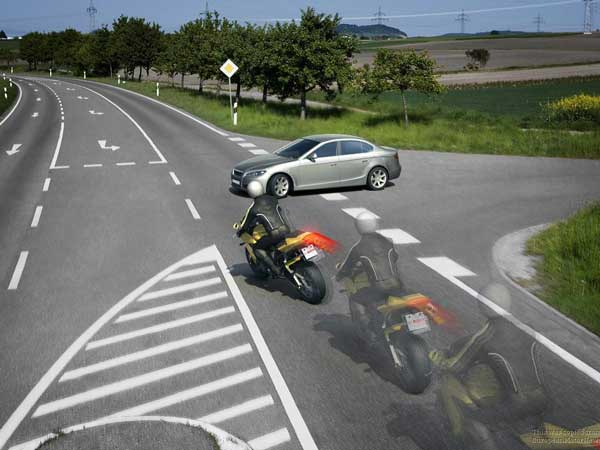 Tips To Avoid Accidents While Riding Your Motorcycle