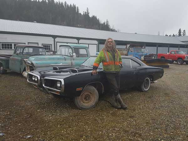 Five Acres A Junkyard And Over 300 Vintage Cars For Sale Drivespark