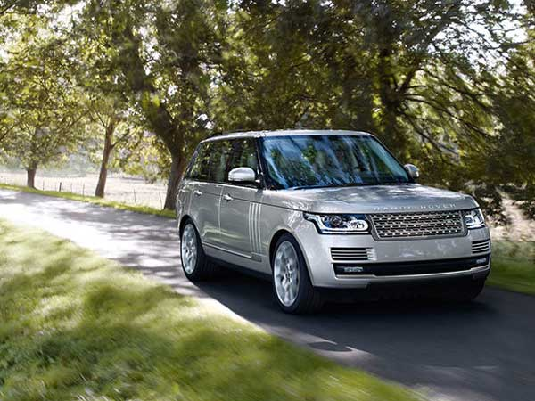 land rover slashes price for its suvs in india drivespark news. Black Bedroom Furniture Sets. Home Design Ideas