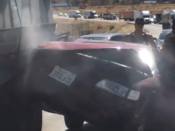 Video: A Truck Drag A Car And Its Driver After An Accident