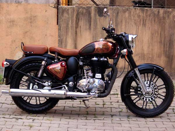 this modified royal enfield classic 500 is a looker drivespark. Black Bedroom Furniture Sets. Home Design Ideas