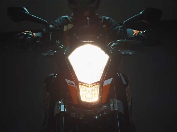 Watch The New KTM Duke 200 Official Video