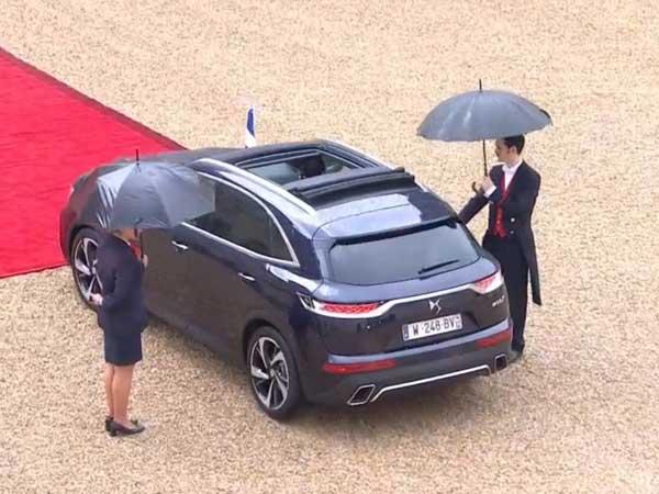 citroen ds 7 crossback debuts on road with new france president drivespark news. Black Bedroom Furniture Sets. Home Design Ideas