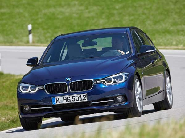 bmw 330i launched in india launch price mileage and specifications drivespark news. Black Bedroom Furniture Sets. Home Design Ideas