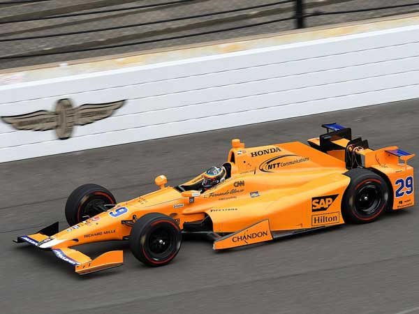 Watch Alonso Perform A Double Overtake At Indy 500 Practice