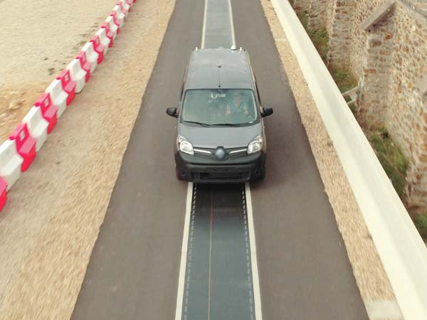 Renault Demonstrates Wireless Electric Vehicle Charging On