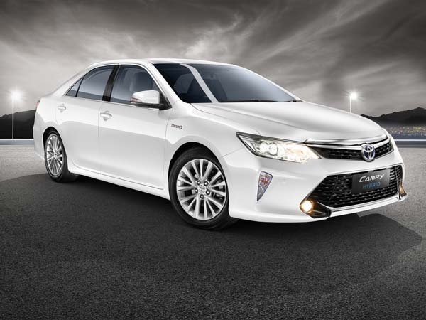 toyota camry hybrid price post gst to increase by rs 10 lakh drivespark. Black Bedroom Furniture Sets. Home Design Ideas